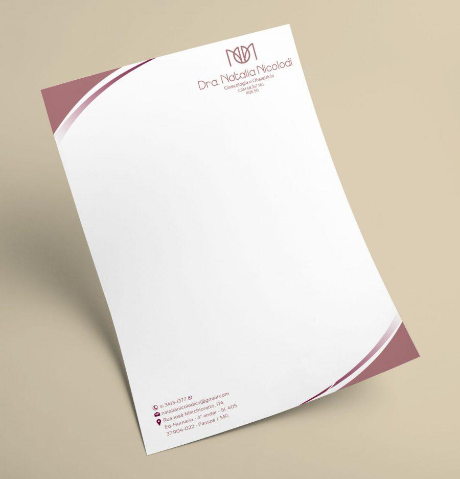 folha solta de receituário com detalhes em roxo com logo no canto superior direito ao fundo bege